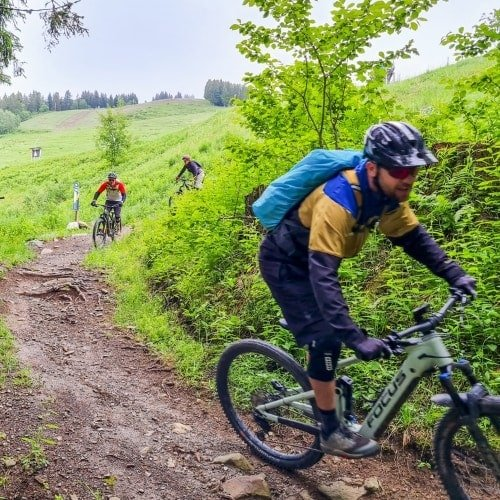 bikepark la clusaz en VTT Electrique piste bleue initié